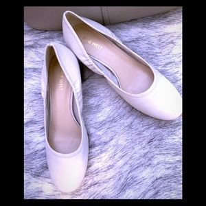 Nine West off white  round toe shoes